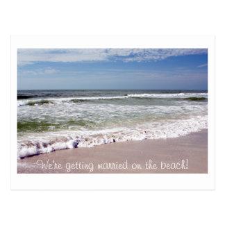 Desplome de las ondas en la playa de Sandy Tarjetas Postales