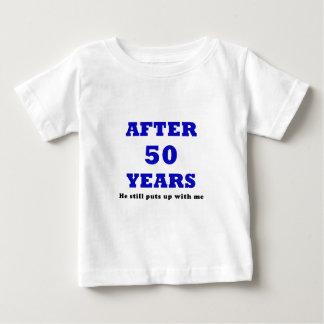 Después de 50 años él todavía me toleró poleras