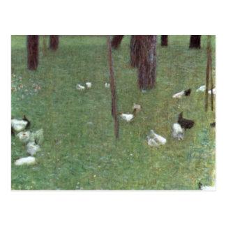 Después de la lluvia (jardín con los pollos en St. Tarjeta Postal