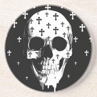 Después de mercado, cráneo gótico con las cruces posavasos personalizados