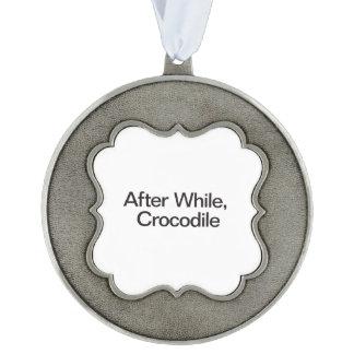 Después mientras que, Crocodile.ai Adorno De Navidad Festoneado De Peltre