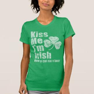 Desteñido vintage béseme que soy irlandés ahora me playera