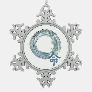 Destino del Aquamarine, Enso Adorno De Peltre En Forma De Copo De Nieve