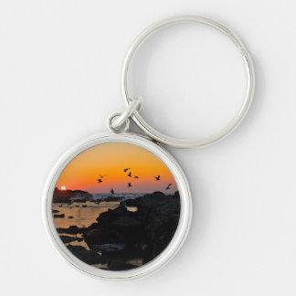 Destino tropical de la palma de la puesta del sol  llaveros personalizados