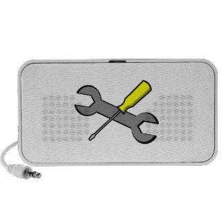 Destornillador y llave laptop altavoz