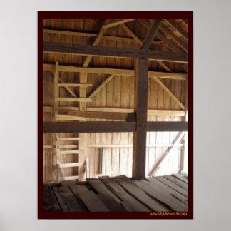 Desván de la escalera y foto rural de los graneros póster