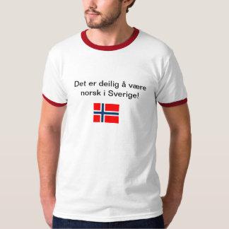 Det er deilig å være norsk i sverige t shirts