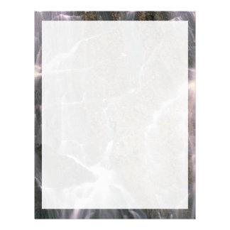Detalle abstracto de una cascada y de una roca gra plantilla de membrete