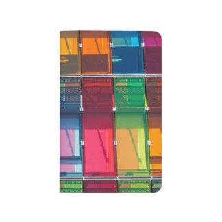 Detalle comercial multicolor del edificio cuadernos