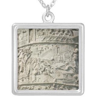 Detalle de la columna de Trajan Collar Plateado