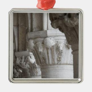 Detalle de la columna del palacio Venecia Italia Adorno Cuadrado Plateado