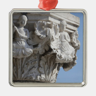 Detalle de la columna en el palacio Venecia Italia Adorno Cuadrado Plateado