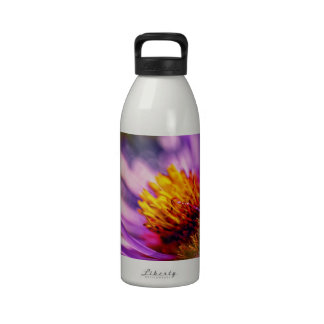Detalle de la flor botella de agua