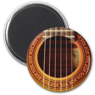 Detalle de la guitarra acústica imán redondo 5 cm