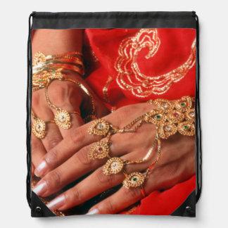Detalle de la joyería elaborada mochila