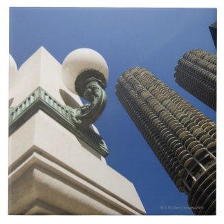 Detalle de la lámpara de calle en las torres Chica Tejas Cerámicas