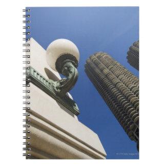 Detalle de la lámpara de calle en las torres Chica Libros De Apuntes