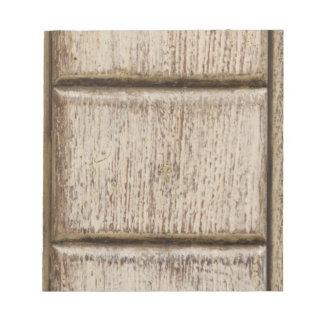 detalle de la puerta de madera vieja libreta para notas