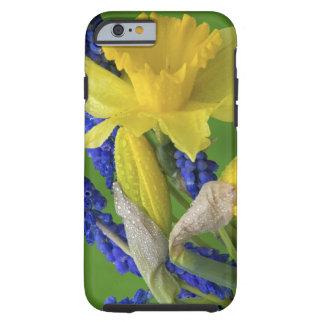 Detalle de las flores del narciso y del jacinto. funda para iPhone 6 tough
