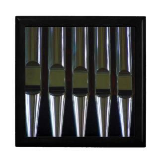 Detalle de los tubos de órgano caja de joyas