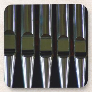 Detalle de los tubos de órgano posavasos de bebida