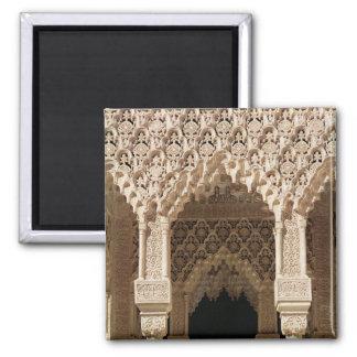 Detalle de un arco de la galería, de la corte imán cuadrado