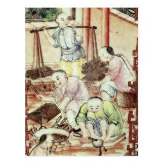 Detalle de un florero que representa a artesanos tarjeta postal