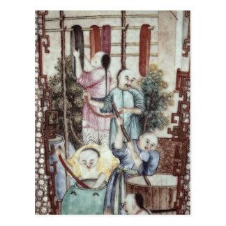 Detalle de un florero que representa a los hombres tarjeta postal