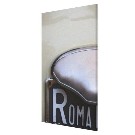 detalle de un número de matrícula de Roma en un pe Lona Estirada Galerias
