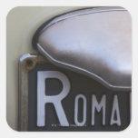 detalle de un número de matrícula de Roma en un Pegatina Cuadrada