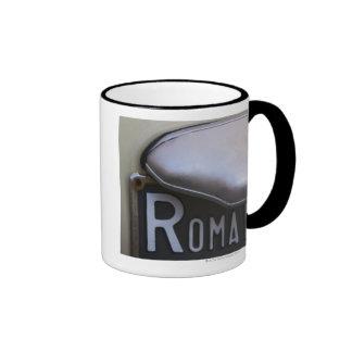 detalle de un número de matrícula de Roma en un Taza De Dos Colores