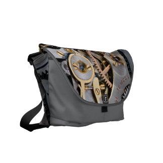 Detalle de un reloj de bolsillo bolsas de mensajeria