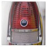 Detalle del coche del vintage en la exhibición 2 tejas  cerámicas