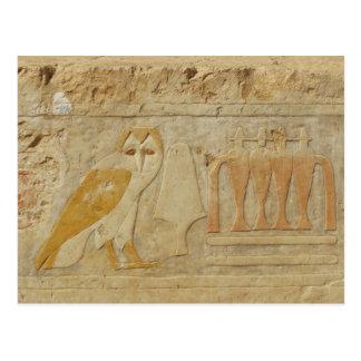 Detalle del jeroglífico del búho, templo de postales