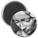 Detalle del Pieta de Miguel Ángel de la cara del V Imanes