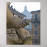 detalle del primer de pies scuptured en el Fontana Póster