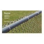detalle del primer de una cerca de la alambrada de tarjetas de negocios