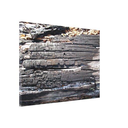 Detalle del registro de madera quemado con la supe impresión en lona estirada