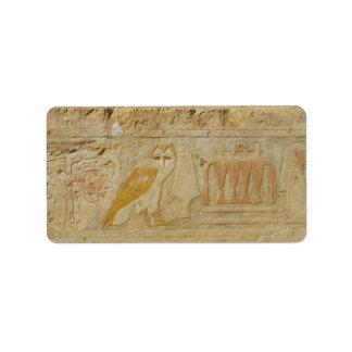 Detalle jeroglífico del búho, templo de etiquetas de dirección