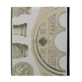 Detalles de un arco esculpido y columnas del St.