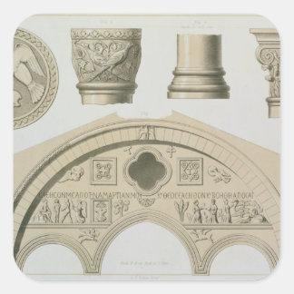 Detalles de un arco esculpido y columnas del St. Pegatina Cuadrada