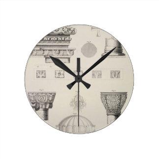 Detalles seccionados transversalmente y arquitectó reloj redondo mediano
