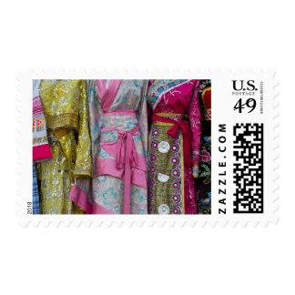 Detalles y modelos de algunos de los vestidos timbre postal