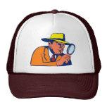 detective que mira con la lupa gorros bordados
