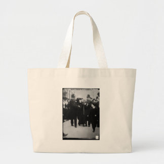 Detención de un Suffragette en Londres Inglaterra Bolsa