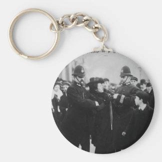 Detención de un Suffragette en Londres Inglaterra  Llavero Redondo Tipo Pin