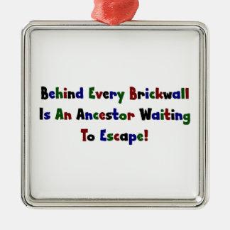 Detrás de cada Brickwall es un antepasado… Adorno Navideño Cuadrado De Metal