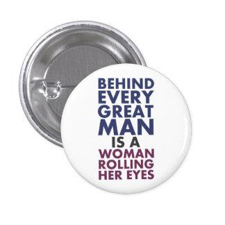 Detrás de cada gran hombre es una mujer que la pin redondo 2,5 cm