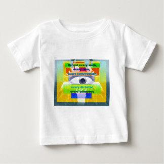 detrás de cada sonrisa cada rasgón t-shirts