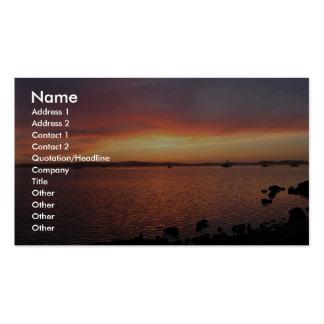 Detrás de puesta del sol roja, amarilla, y rosada  plantillas de tarjetas personales